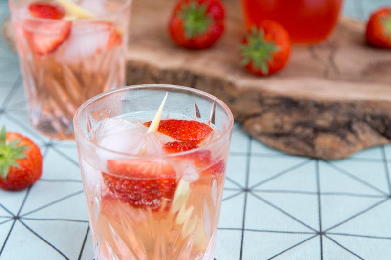 Summer-cocktail-aardbeien-uitgel