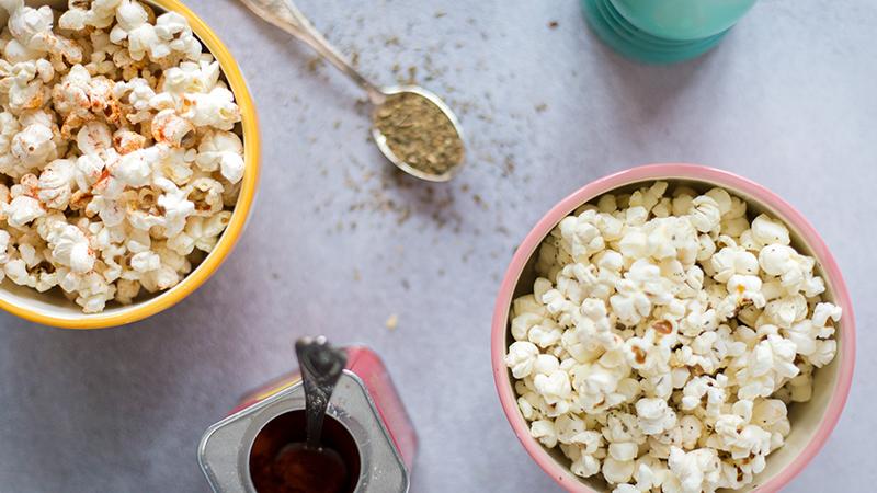 Hartige popcorn met paprika en basilicum | www.deedylicious.nl