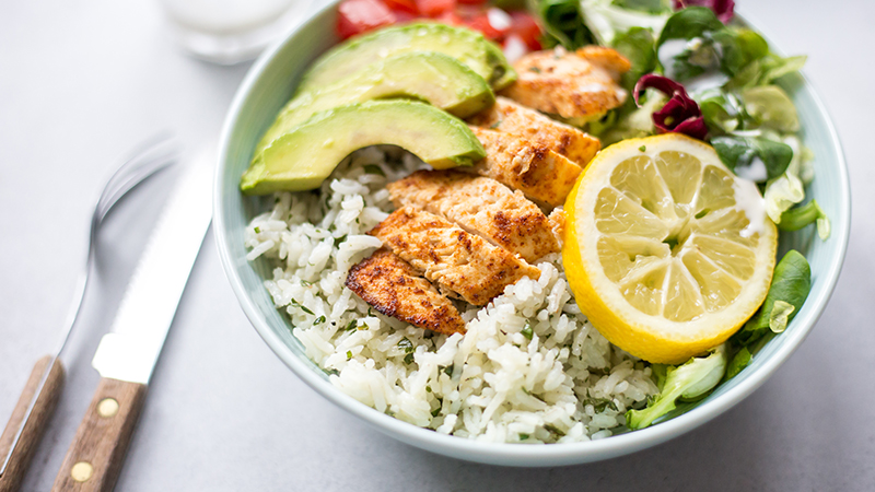 Chicken bowl met citroenrijst en avocado | www.deedylicious.nl